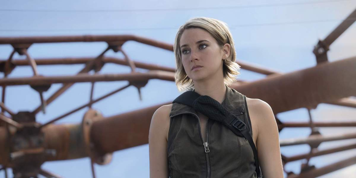 Tris Prior stans in front of a large set of pipes in 'Allegiant'