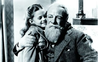 This lovely thick slice of Hollywood fantasy from 1947 won Edmund Gwenn an Oscar for his performance as a lovable department-store Santa Claus who is very convincing in the role.