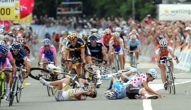 Mark Cavendish, Heinrich Haussler and Gerald Ciolek crash, Tour de Suisse 2010, stage 4