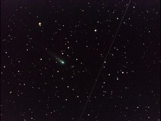 Comet ISON Streaks through Leo Constellation