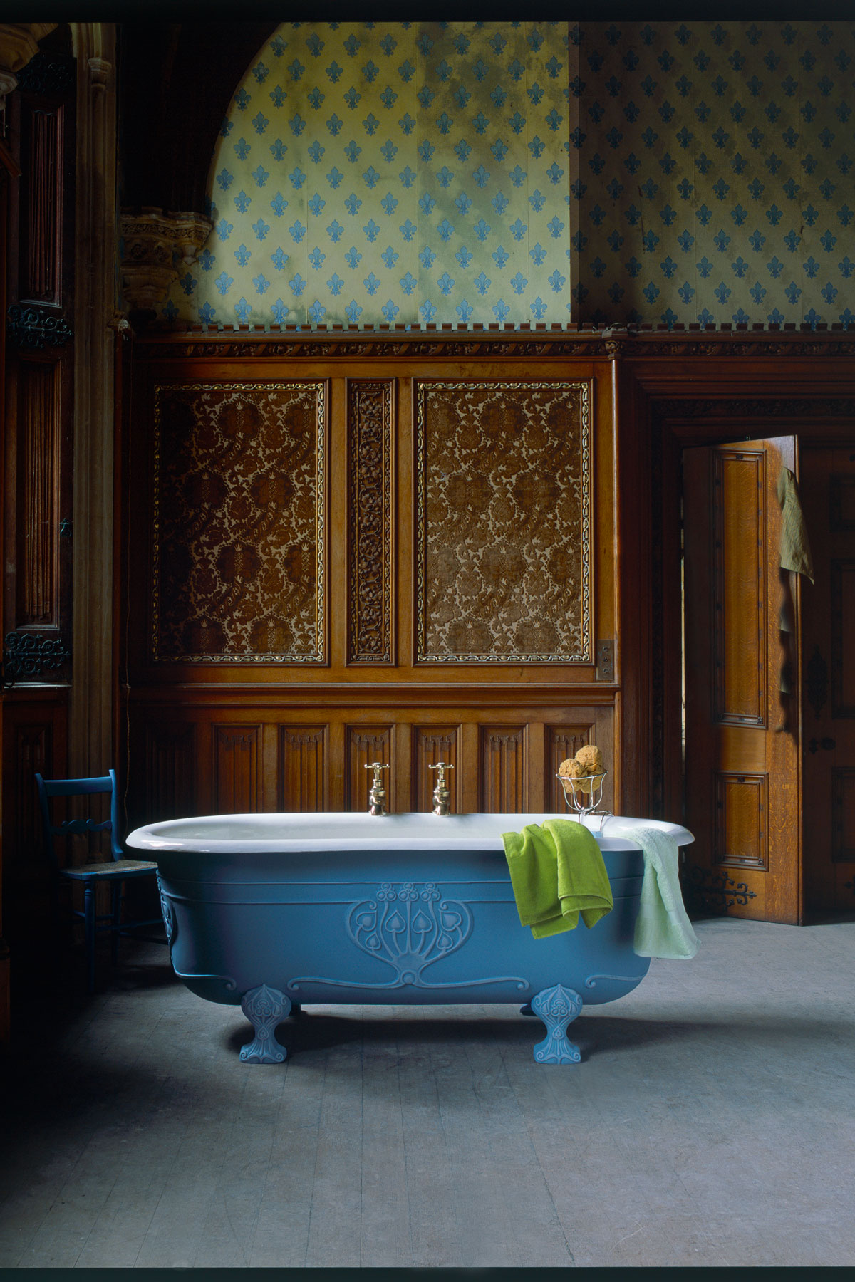 169c8de498 Get the look  This is an antique Art Nouveau castironbath – called the  Doulton – which was restored to order by The Water Monopoly.