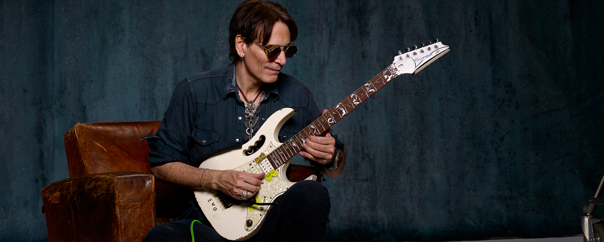 The Basics And Beyond An In Depth Guitar Lesson By Steve Vai