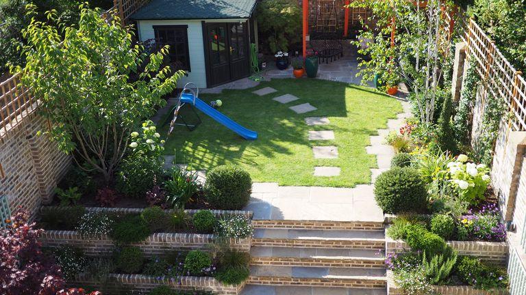 family garden ideas: living gardens