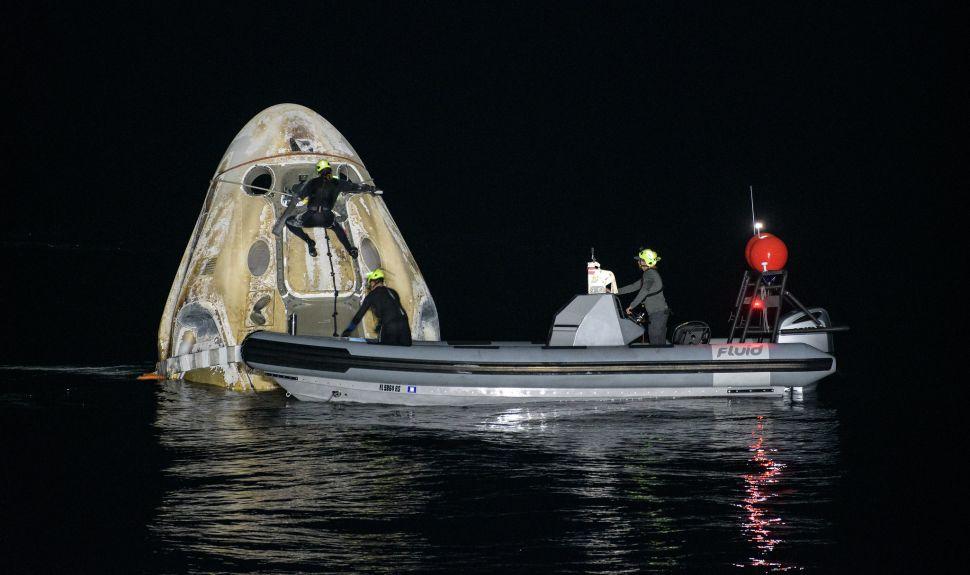 SpaceX Crew Dragon makes 1st nighttime splashdown with US astronauts since Apollo era