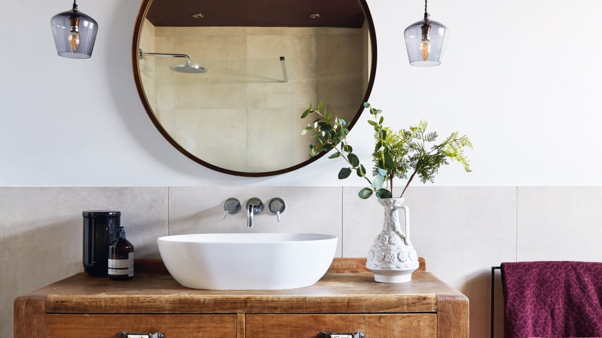 A £100 upcycled unit is the star of the show in this bathroom
