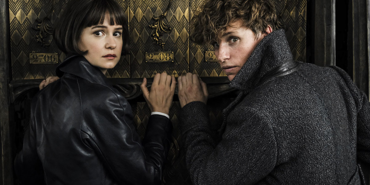 Katherine Waterston and Eddie Redmayne in Fantastic Beasts 2