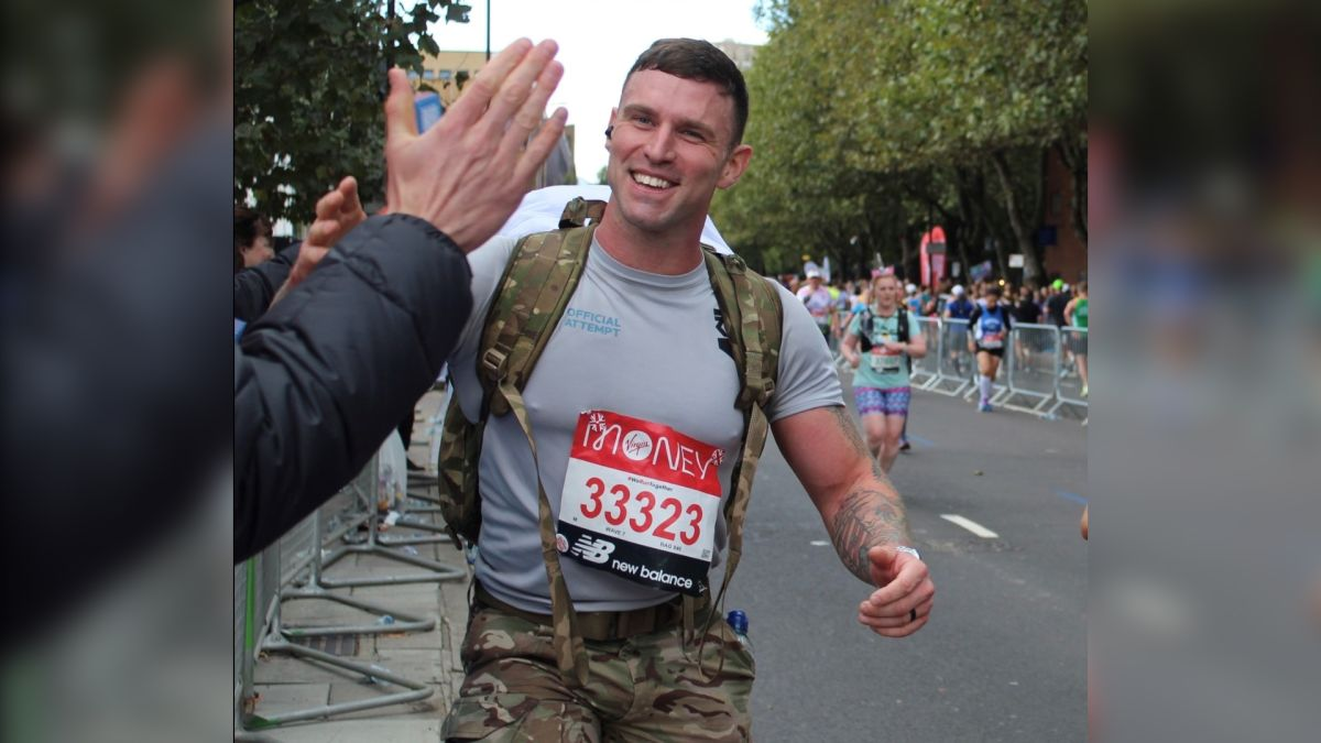 """""""Every single minute was uncomfortable"""": Farren Morgan ran the London Marathon with a 34 kg backpack"""