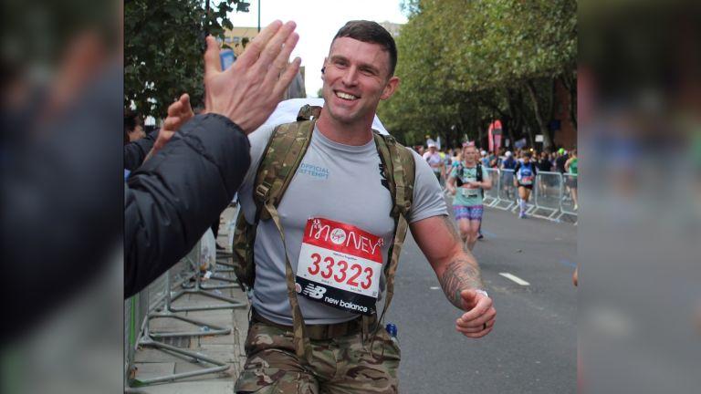 Farren Morgan running the London Marathon wearing a 34 kg bacpack
