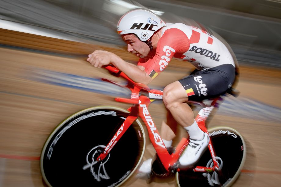 Victor Campenaerts sets new UCI Hour Record