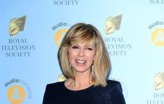 Kate Garraway has to change dresses halfway through Good Morning Britain. And here's why!