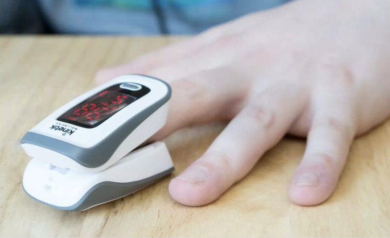 Kinetic finger pulse oximeter