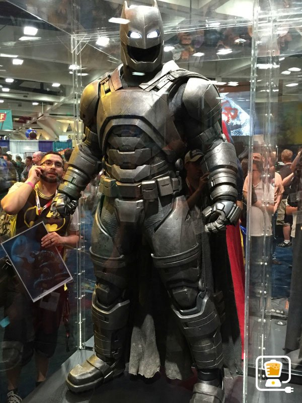 Check Out Batman v Superman's New Costumes, Especially ...