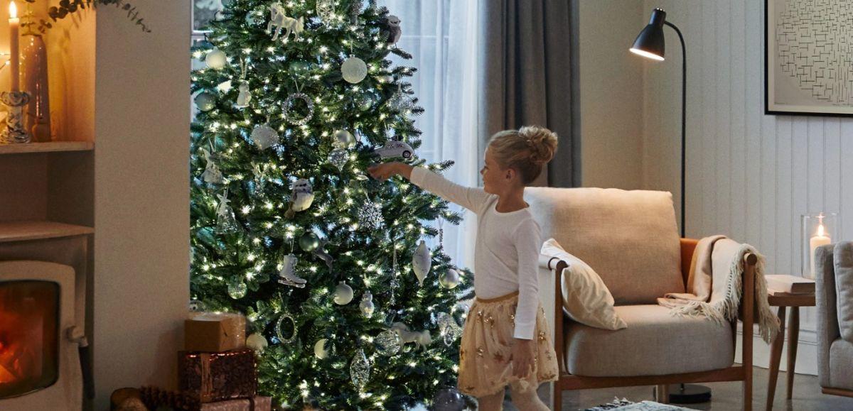 How to decorate a Christmas tree (like a pro)
