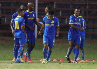 Peter Shalulile celebrates his goal with teammates