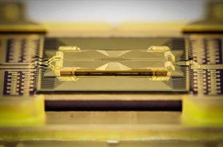 A shot of the vitreous quantum chip by IonQ