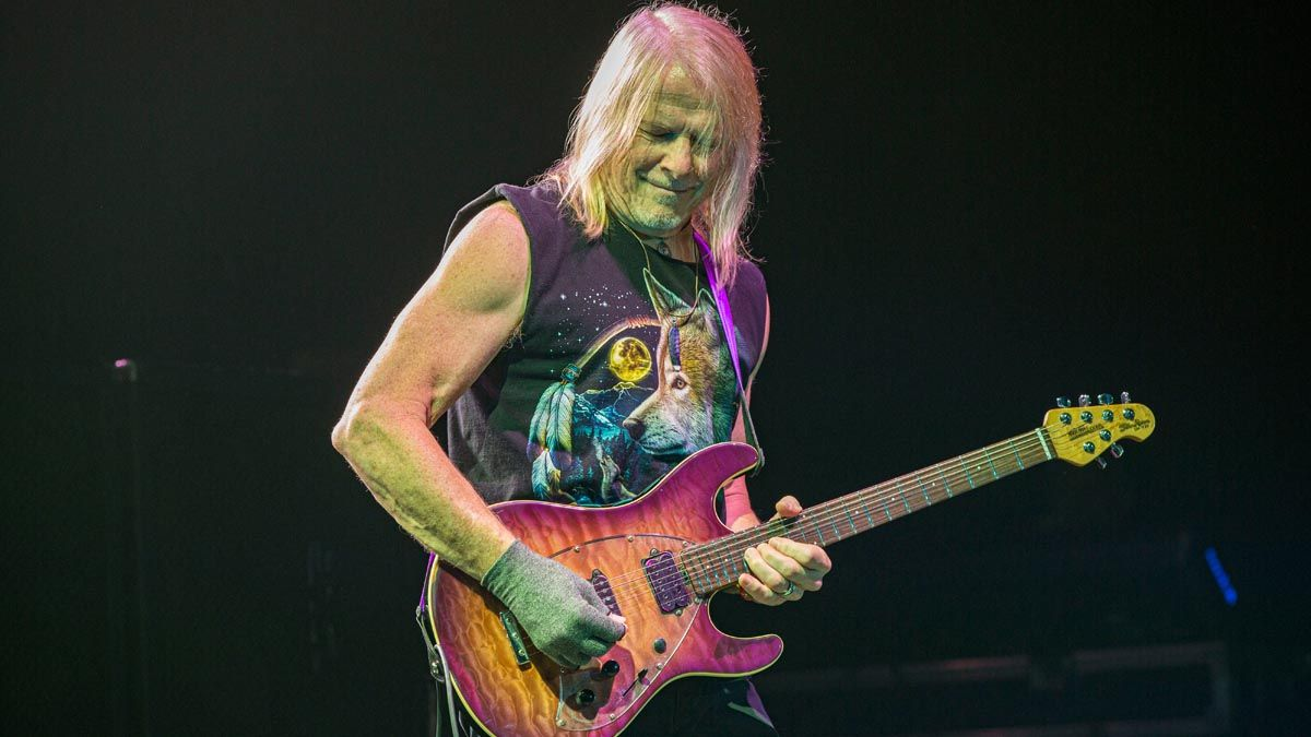 """Steve Morse: """"I don't plan out my solos. It's not really a solo if you do!"""""""
