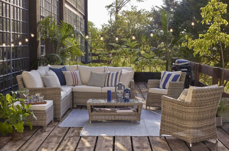 stylish outdoor living room with rugs and festoon lights