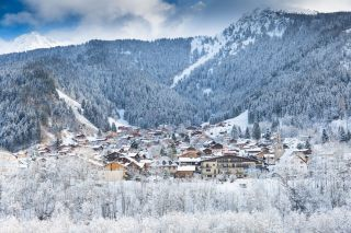 A U.K. man infected with the new coronavirus, 2019-nCov, likely spread the virus to 11 others while staying at the French Alpine ski resort of Le Contamines-Montjoie.