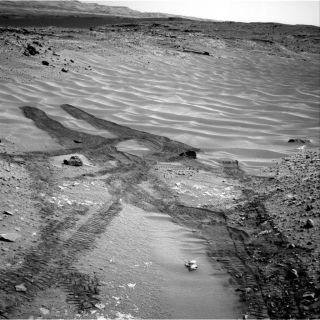 Curiosity Rover Backs out of Mars' Sandy 'Hidden Valley'