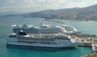 cruise-ships-110324-02