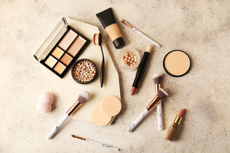 How to contour makeup products