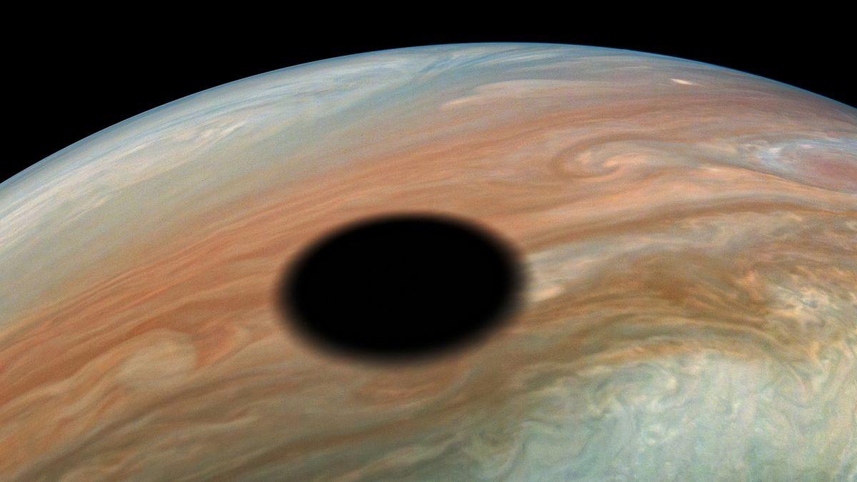 NASA's Juno Mission Checks Out Eclipse on Jupiter