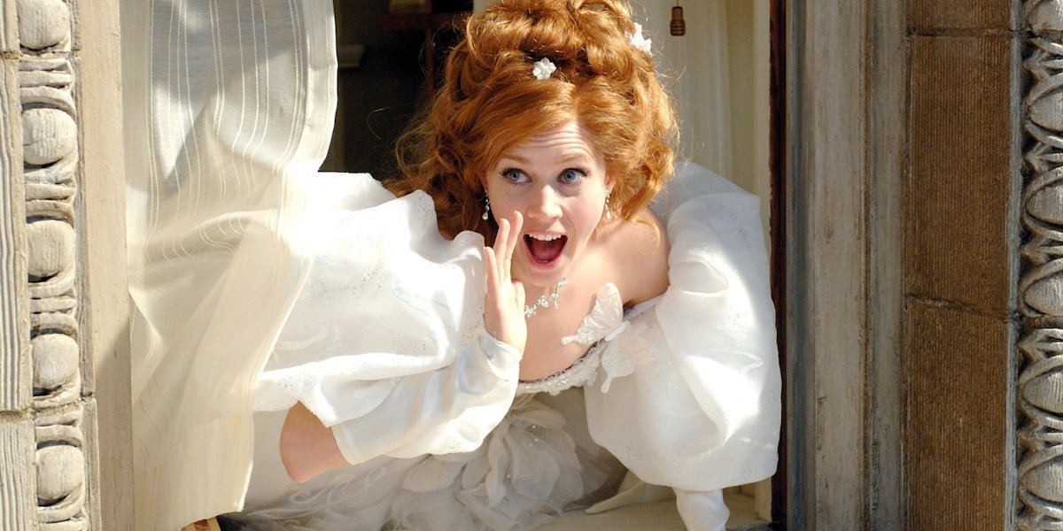 Amy Adams singing as Giselle in white dress in Enchanted