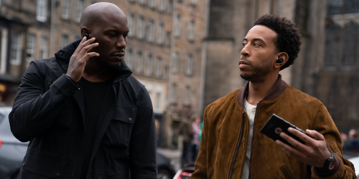 Tyrese as Roman and Ludacris as Tej prepping for a heist in F9