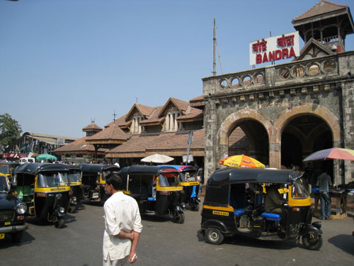 Bandra train station, Tour de Mumbai 2011