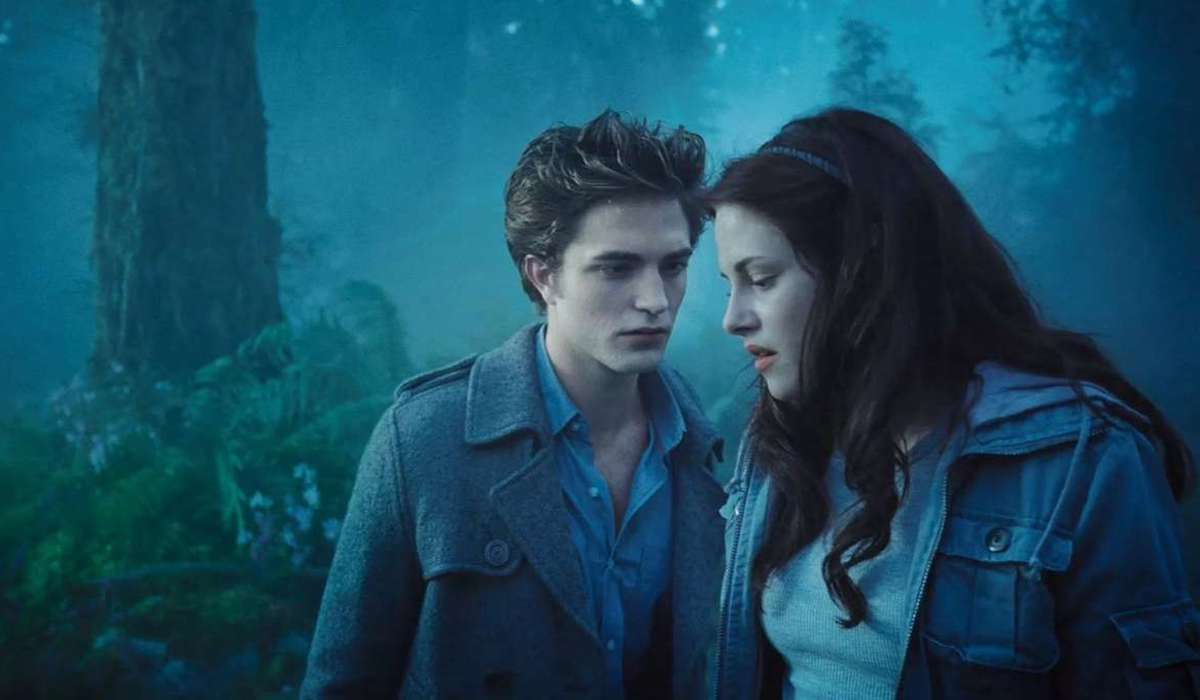 Edward and Bella in the meadow in Twilight