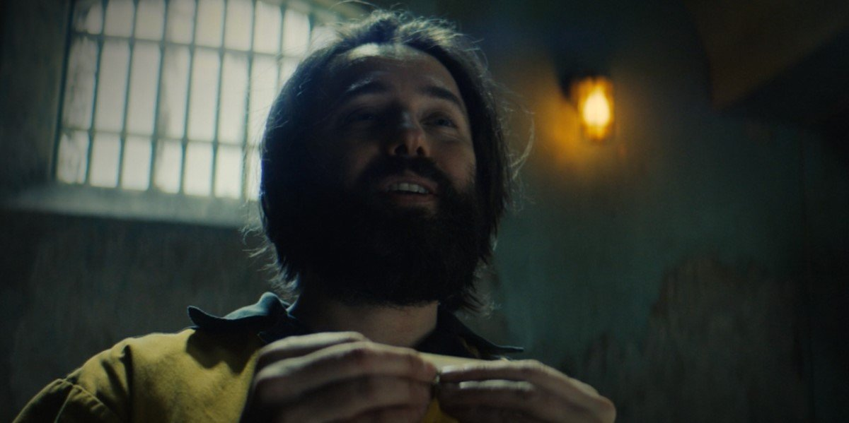 scarecrow rolling a joint on titans season 3