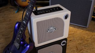 Mooer Hornet White guitar amp