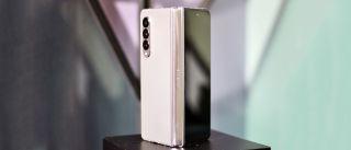 El Samsung Galaxy Z Fold 3 en plata