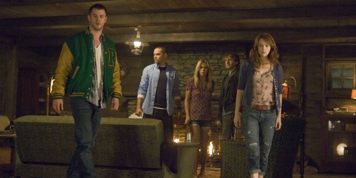Jesse Williams, Chris Hemsworth, Kristen Connolly, Fran Kranz, and Anna Hutchison in The Cabin in th