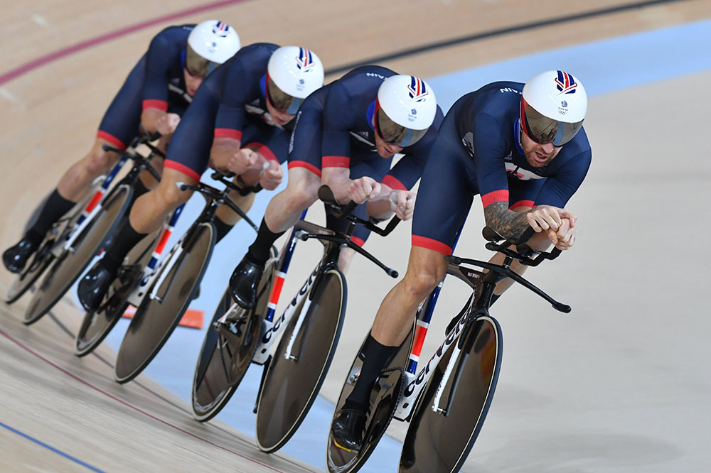 Bradley Wiggins leads the GB team pursuit on their way to qualifying fastest at the 2016 Olympic Games (Watson)