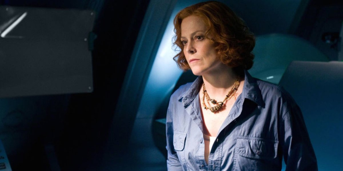 Avatar Sigourney Weaver deep in thought, in the lab