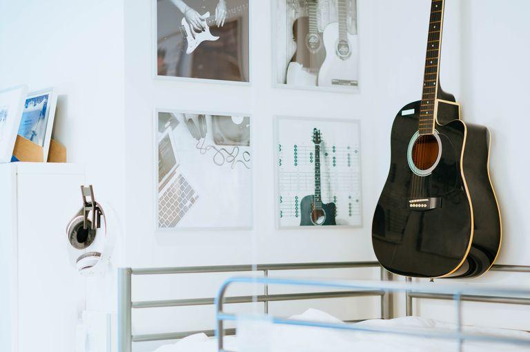 Guitar decor in a dorm room