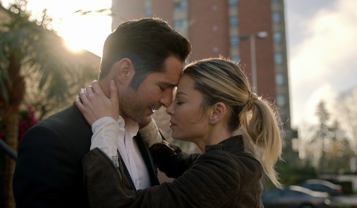 Lucifer and Chloe touching heads Netflix