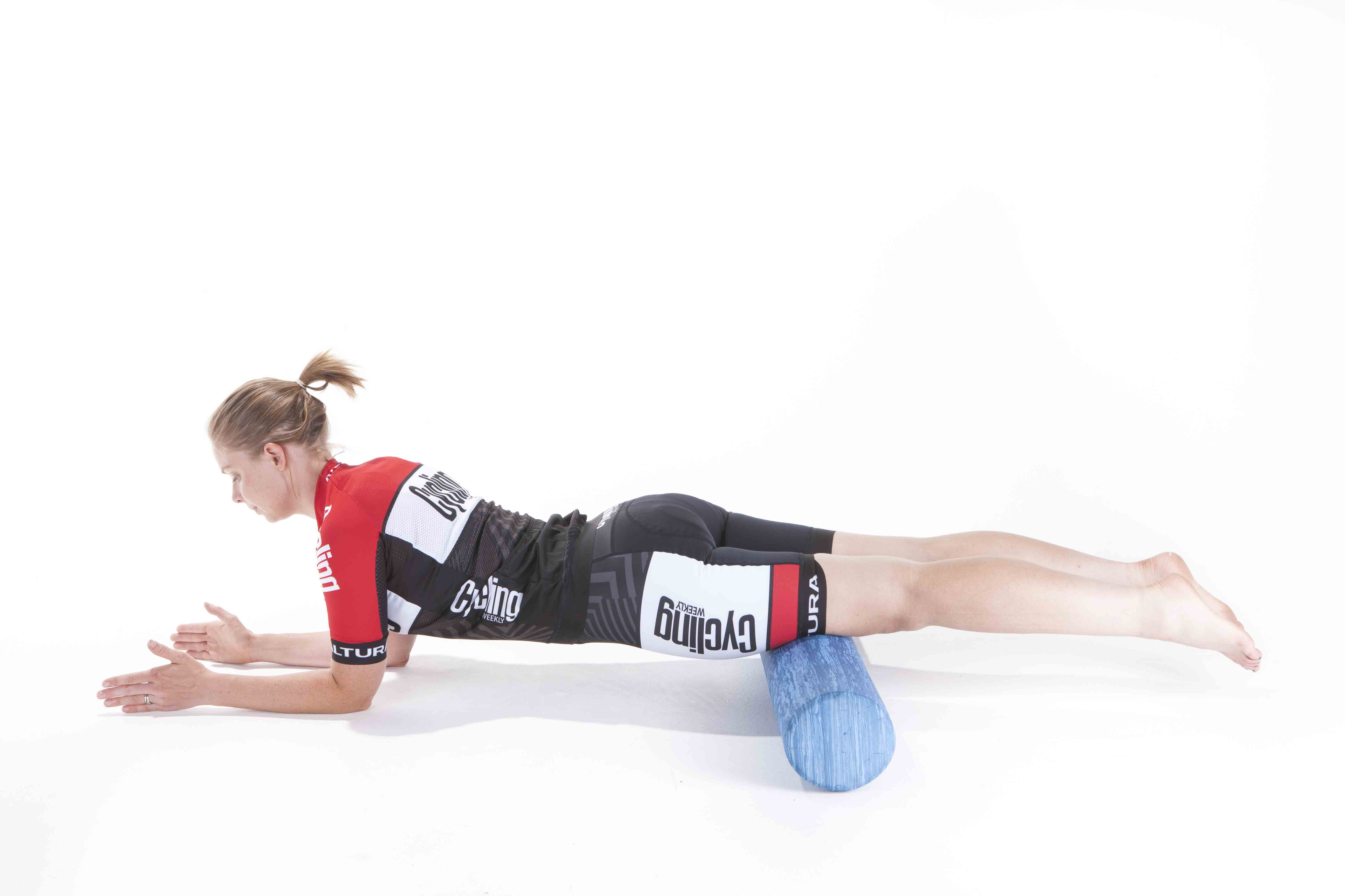 how to use a foam roller exercises and stretches cycling weekly