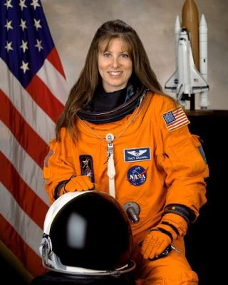 Astronaut Biography: Tracy E. Caldwell