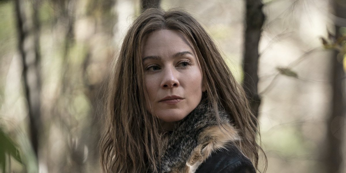 lynn collins as leah in the woods on the walking dead