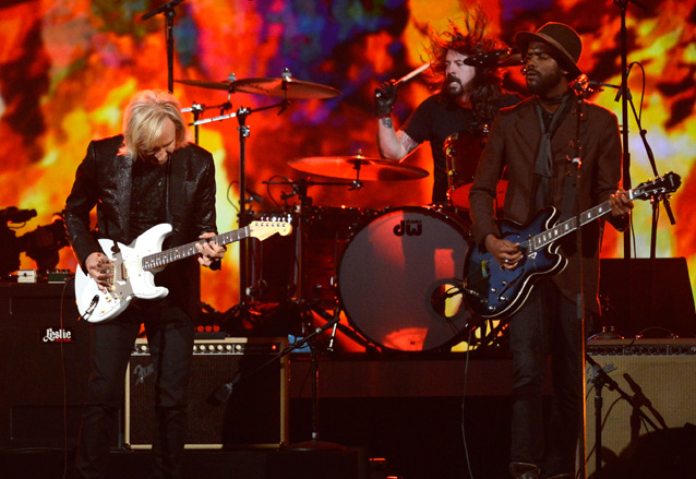 "Dave Grohl, Joe Walsh and Gary Clark Jr. Play ""While My Guitar Gently Weeps"""