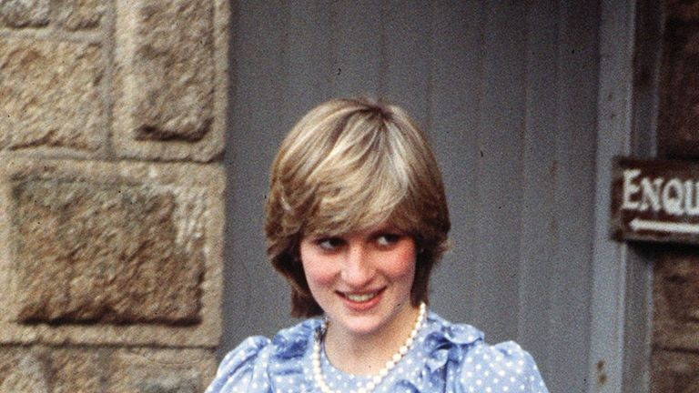 A pregnant Diana, Princess of Wales (1961 - 1997) during a trip to the Scilly Isles, April 1982. (Photo by Kypros/Getty Images)