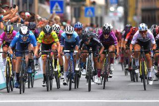 Emma Norsgaard Jorgensen and Coryn Rivera go head-to-head at the Giro d'Italia Donne