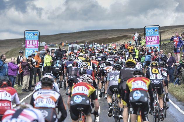 Tour de Yorkshire 2015 - 03/05/2015 - Stage 3 - Wakefield / Leeds - 167Km - Yorkshire - England - Passage du peloton dans la cote de Hebden Bridge