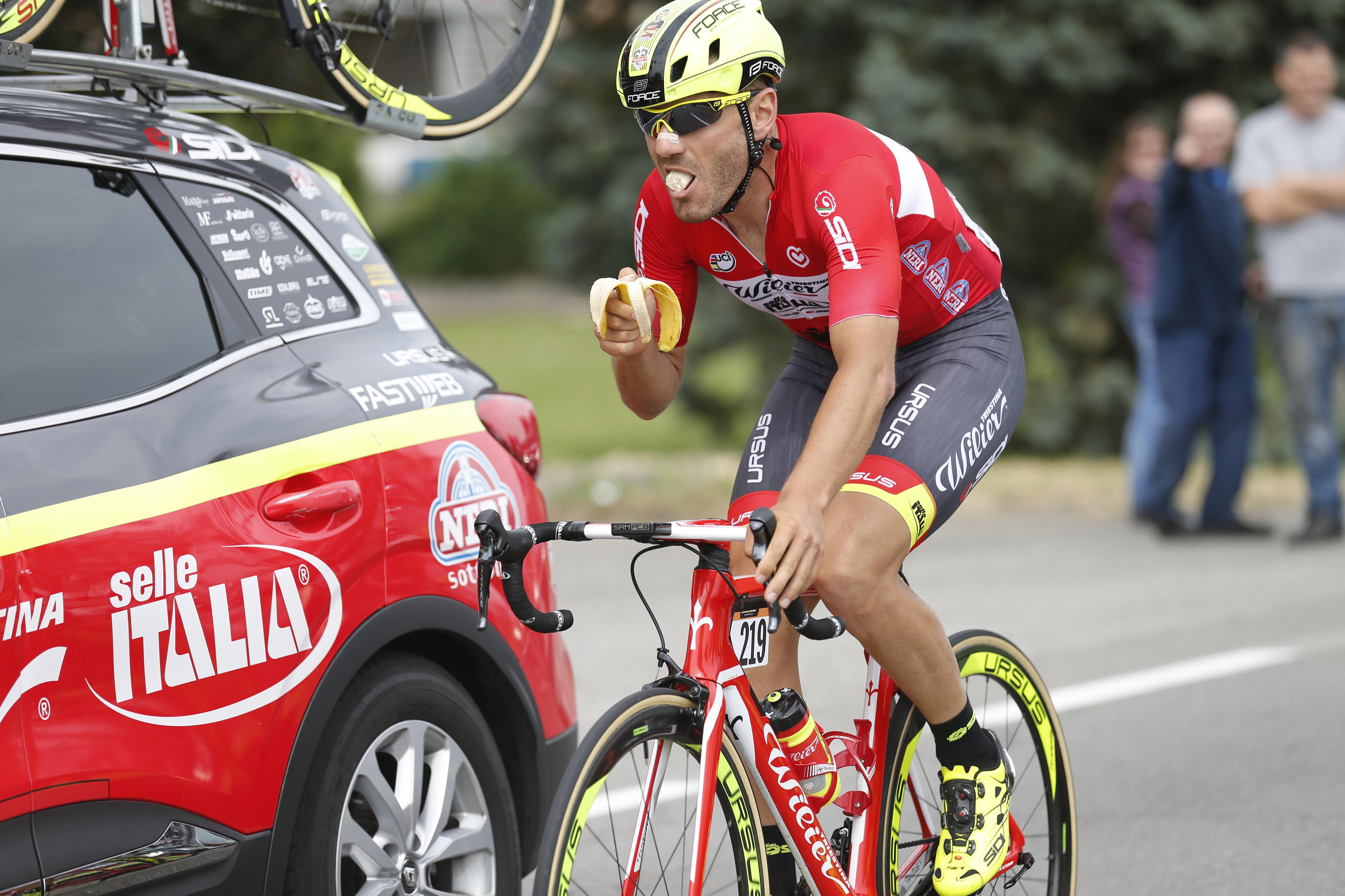 What do professional cyclists eat?