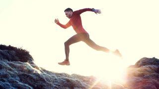 best men's running leggings: A man running in leggings