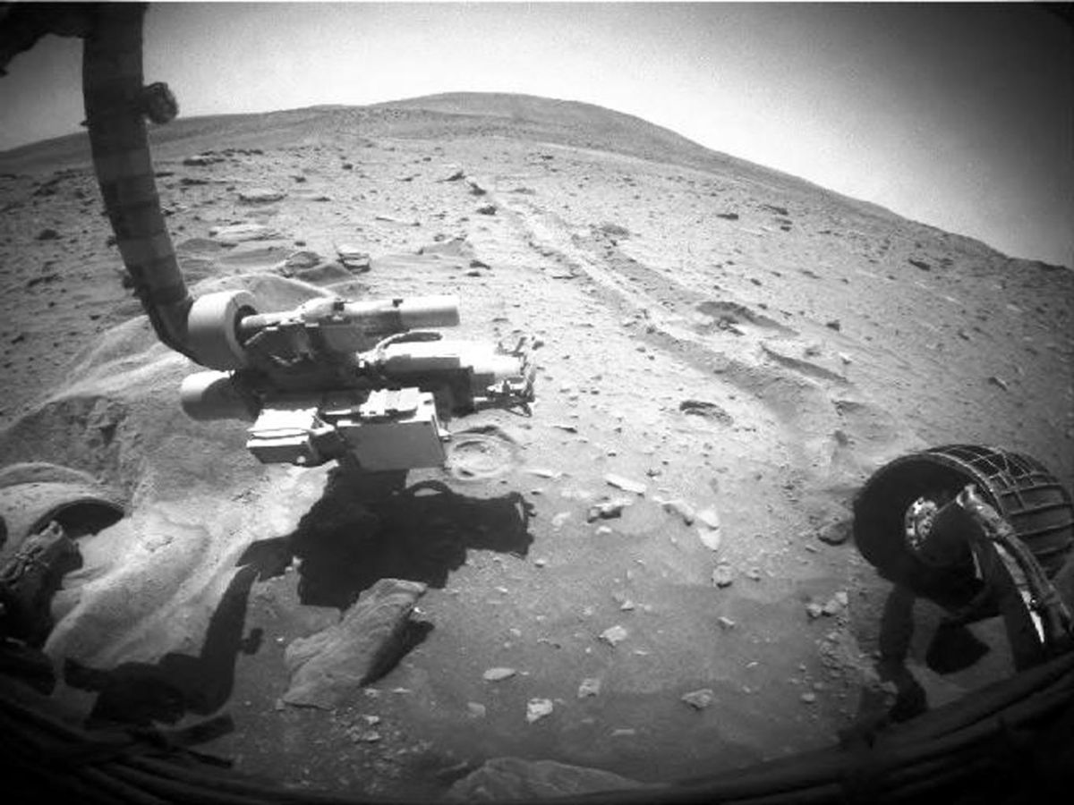 Rovers Learn New Gait to Avoid Getting Stuck in the Sand on Other Worlds