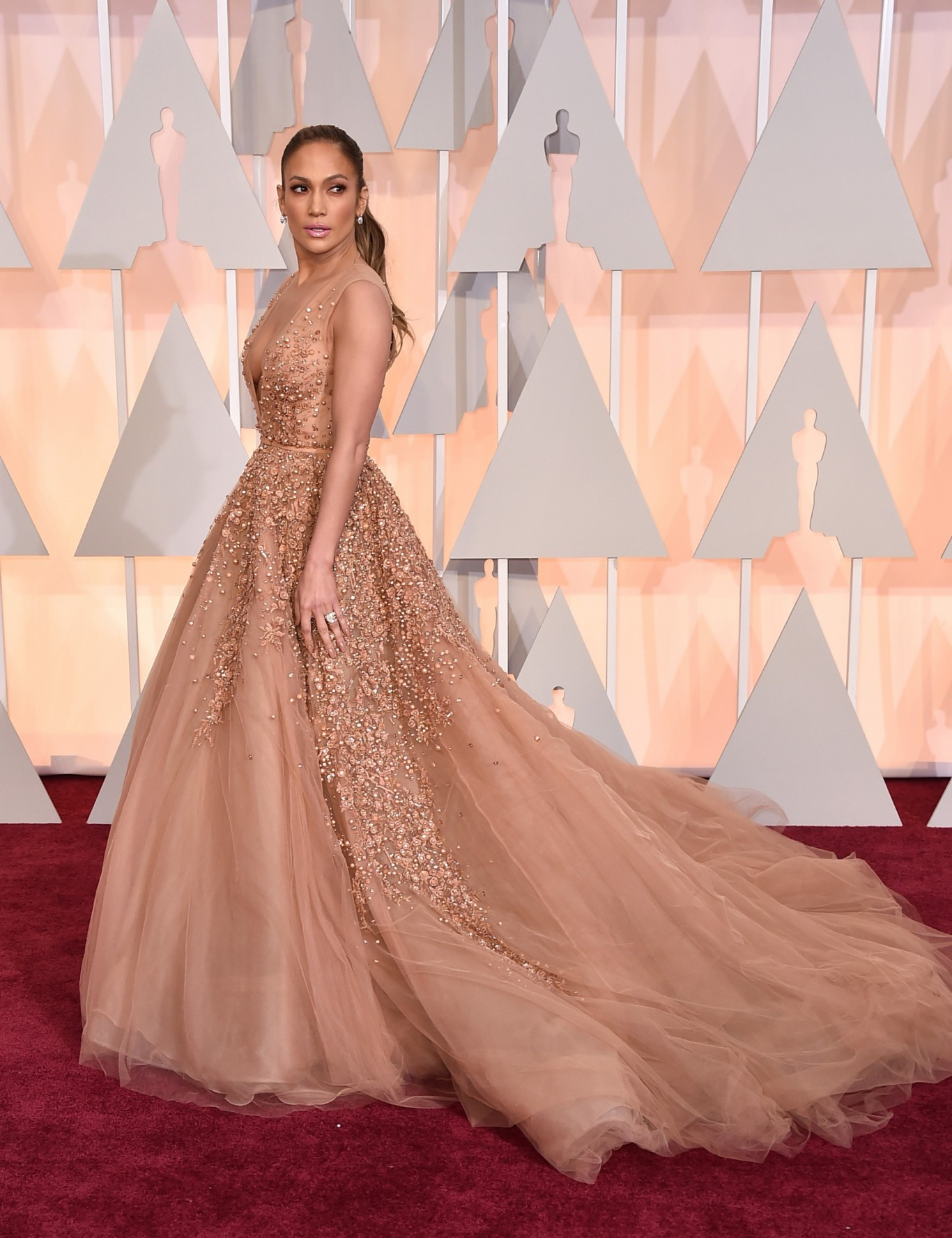 See the best dressed at 2015 Oscars.