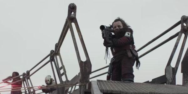 Warwick Davis as Weazel firing a rocket launcher in Solo: A Star Wars Story